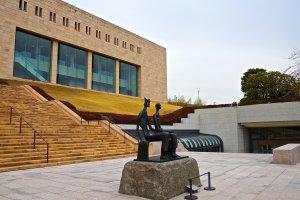 Edifício principal do Museu de Arte MOA