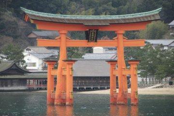 Torii กลางทะเลที่เกาะ Miyajima