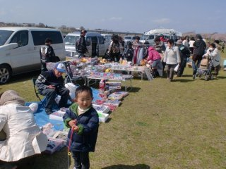 Bazaars lined along the park, best for housewives