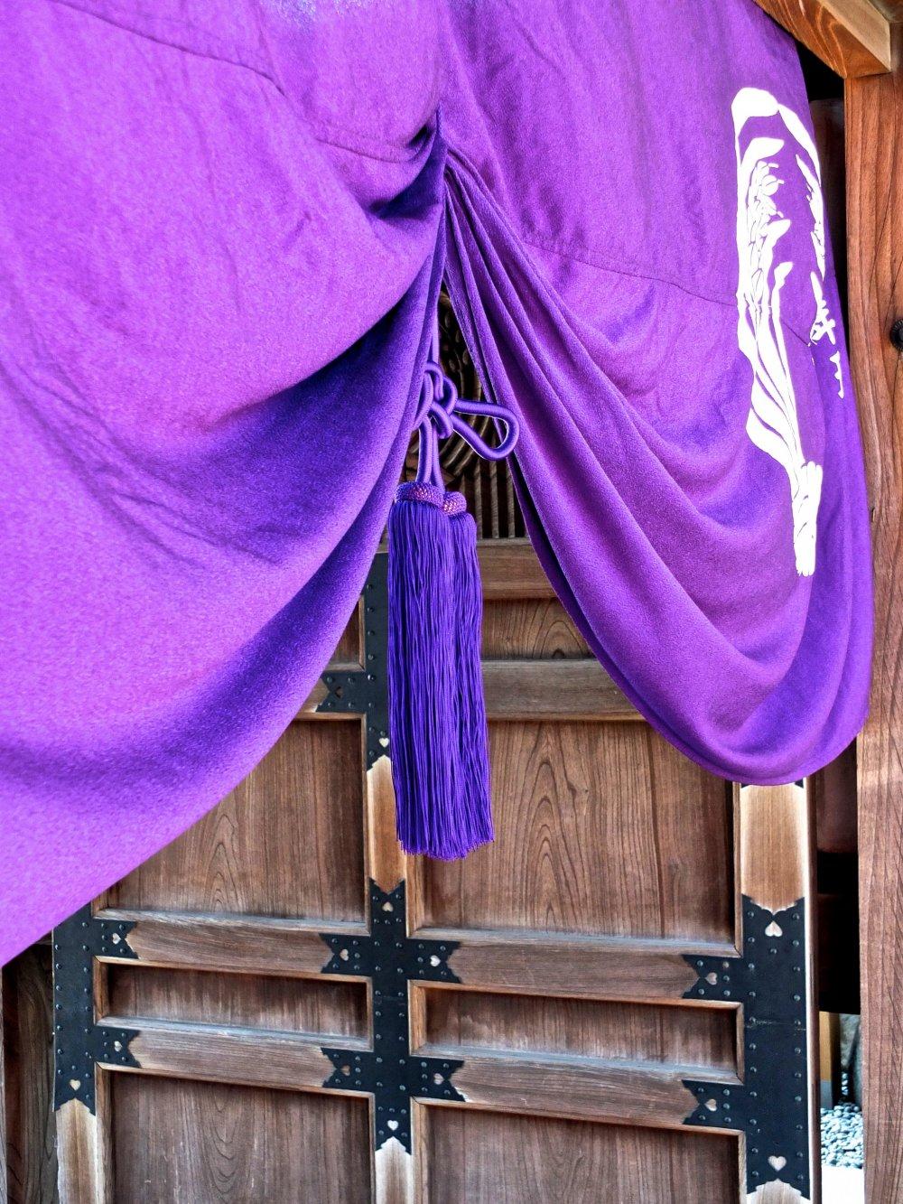 Beautiful entrance toToyokawa Inari Temple, Akasaka