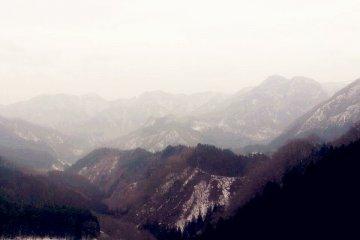 อ้อมกอดแห่งรักท่ามกลางหิมะที่อิยะมะ