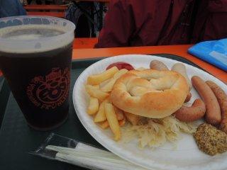 Sausage plate and black beer