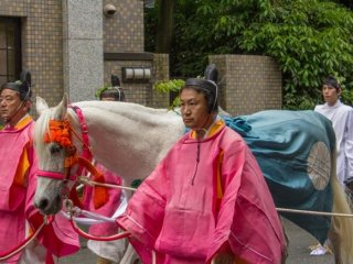 These horses called Sōme (走馬) are dedicated to the Deities of the Shimogama and Kamogamo shrines. They will run in front of these shrines during the annual Aoi Matsuri (葵祭) 2014 in Kyoto City!