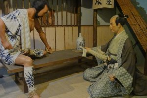 Next to the teahouse is a small museum, displaying items and scenes from Hakone's old days.