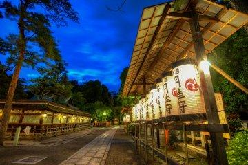 Le Sanctuaire Yasaka de Nuit