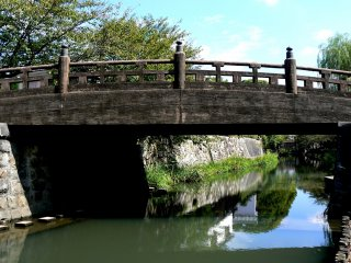 L'un des nombreux ponts sur le canal