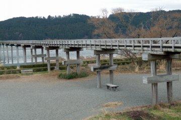 蓬莱橋:世界一長い木造歩道橋