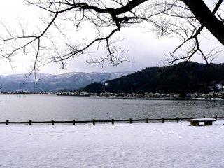 Vue sur le lac depuis Kaizu Osaki