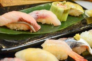Une collection de sushi de Niigata