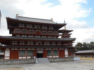 Le bâtiment principal kondo et la pagode de l'ouest
