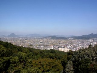 The view from the top of the mountain is great, allowing you to look out over Kagawa.