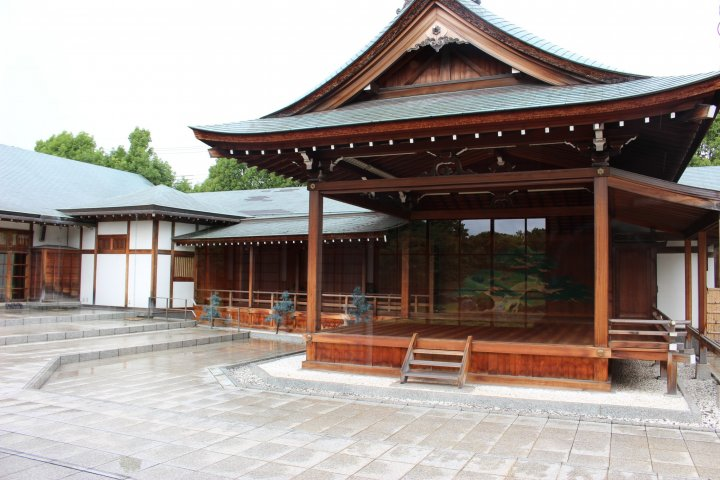 「こしがや能楽堂」と日本庭園「花田苑」