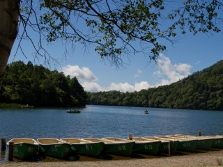 วิวทะเลสาบในยุโมะโตะ ออนเซ็น