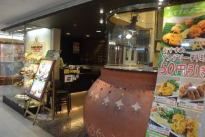 บริเวณทางเข้าหน้าร้านของสาขา Yodobashi Kichijoji