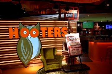 Hooters Shibuya Gaming Bar Side B