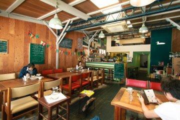 Kamogawa Café