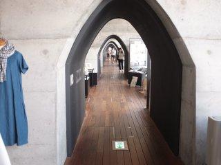 mAAch ecute神田萬世橋-隧道般的走廊