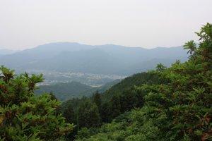 La vue sur la vallée de la rivière Ara-kawa