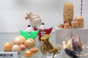Shichi-fuku-jin on display among other toys produced in Kanagawa