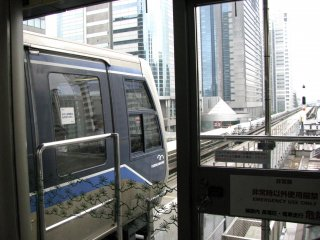 The first ride by monorail train to Odaiba