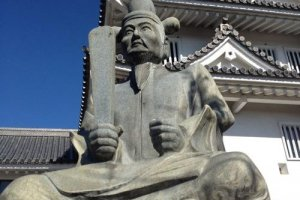 A statue of Hideyoshi stands guard over Sunomata Castle