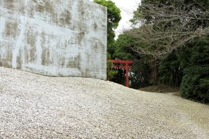 Small red torii