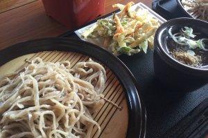 Tempura and soba set for ¥600.