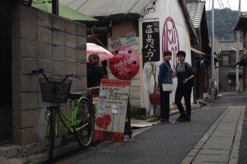 เดินเล่นชมร้านกาแฟใน Naoshima