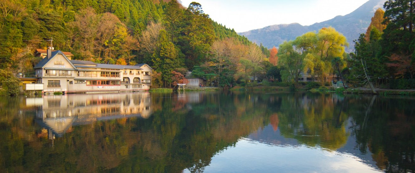 The autumn colours and lake\'s reflection were absolutely stunning!