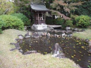 A side shrine
