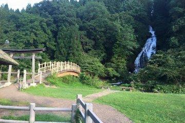 Nanataki Falls