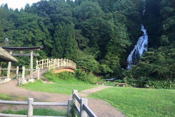 Green scenery and a splendid waterfall
