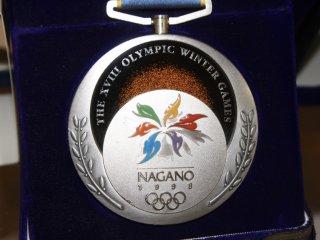 Les médailles des JO 1998 sont exposées dans une salle dédiée au JO