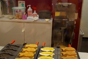 You can watch them make the taiyaki fresh.