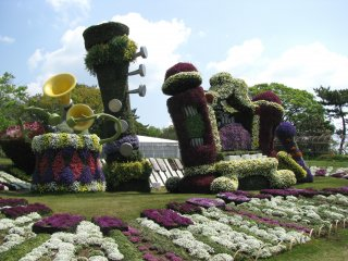 Big sculptures of musical instruments made of flowers