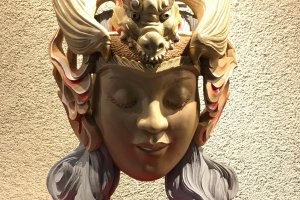 Creative work of a Inami wood carving artist