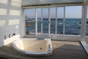 The View Bath, providing jacuzzi with ocean view