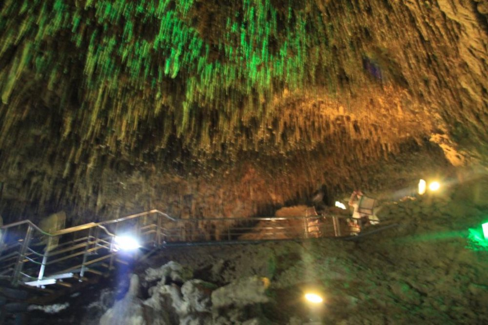 While there are grand caverns along the pathway, most of the cave is much narrower and the humidity is about 80%