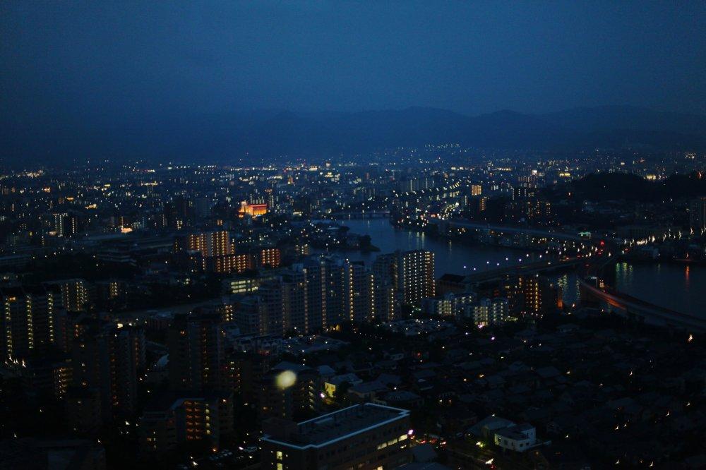夜晚的福岡有種奇妙的美