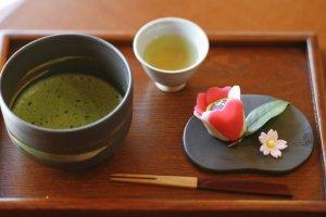 Matcha tea and handmade wagashi sweets at Kiharu Café