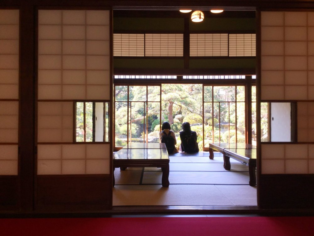 Slide open the glass doors in the shoin drawing room and rest your feet on the stepping stones