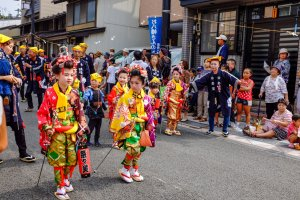 Children are dressed in beautiful colourful dress and enthusiastically take part in the 300 year old festival