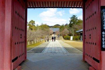 Red gate (Chu-mon Gate)