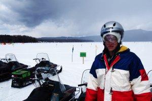 เอทีวีหิมะบนทะเลสาบน้ำแข็ง