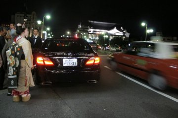 ตามหา 'ไมโกะ' ที่หายไปในกิอน