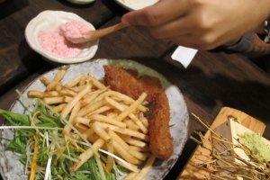 ไม่ญี่ปุ่น แต่นี่คืออาหารจานโปรด เจ้าของร้านให้มาแบบฟรี เพราะเขาชอบเมืองไทยมาก