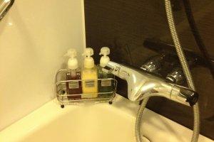 ครีมอาบน้ำและแชมพูมาเป็นขวดใหญ่