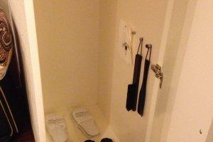 ตู้รองเท้าใส่ในห้องและที่แขวนเสื้อผ้า