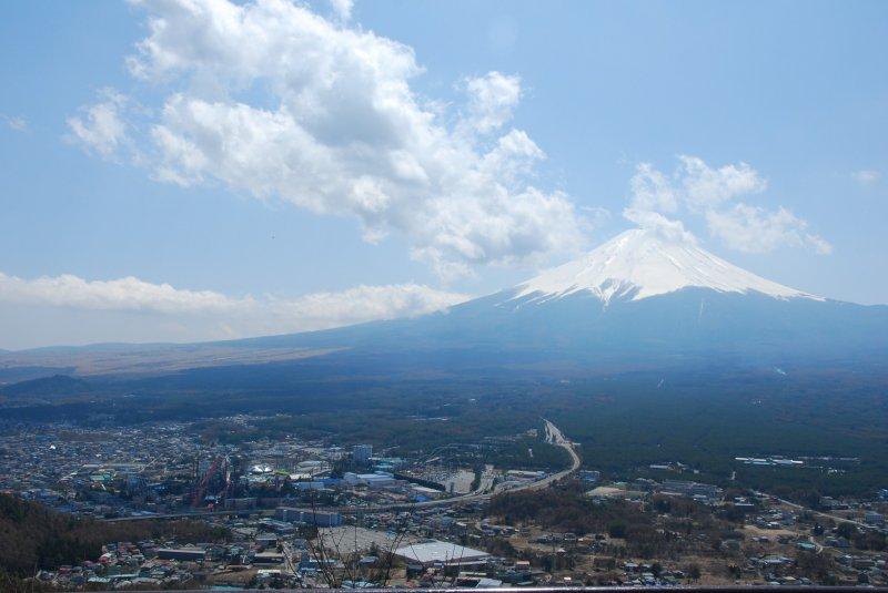 <p>ภูเขาไฟฟูจิ จากจุดชมวิวบนยอดเขา Mt.Tenjo</p>