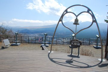 <p>The Bell of Tenjo บนยอดเขา Mt.Tenjo</p>